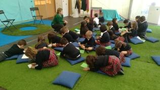 Visita escolar, taller creativo MOMO
